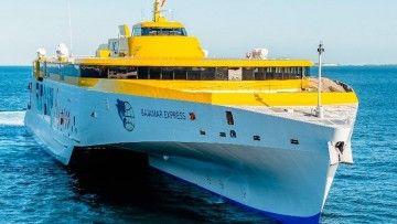 """El trimarán """"Bajamar Express"""", de nuevo en servicio"""