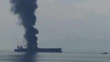 """El petrolero """"Zoya 1"""" sufrió un incendio grave en febrero de 2020"""