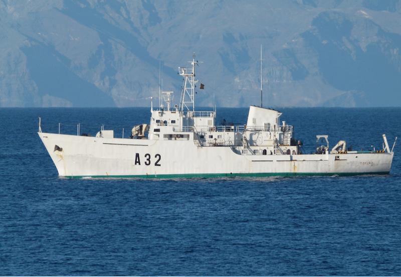 """El buque hidrográfico """"Tofiño"""", en el suroeste de Tenerife"""