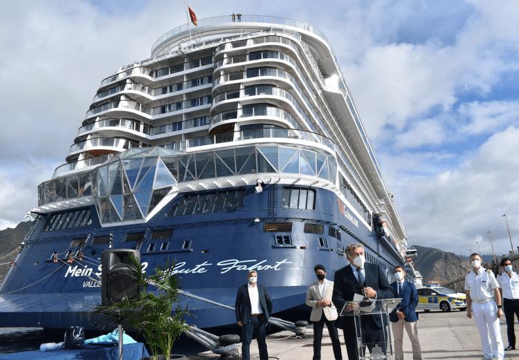 """A pie de muelle se celebró un acto de gratitud de Tui Cruises y el buque """"Mein Schiff 2"""""""