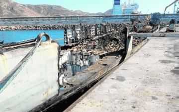 Lo que restaba del desguace de la ex corbeta está bajo el agua