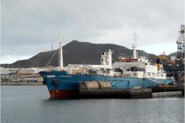 """El buque frigorífico """"V Centenario"""", en una escala en Las Palmas de Gran Canaria"""