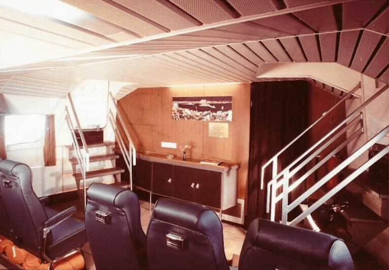 """Interior de la cabina de pasaje del hidro-foil """"Corsario Negro"""""""