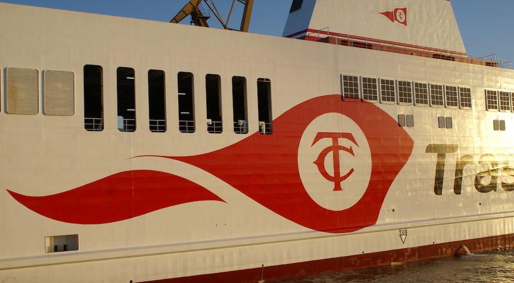 """El buque """"Villa de Tazacorte"""" luce la nueva imagen corporativa de Trasmediterránea"""