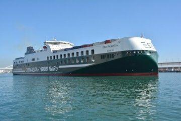 """El buque """"Eco Valencia"""", en su primera escala en Barcelona"""
