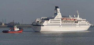"""Maniobra de salida del buque """"Astor"""" en el puerto de Tilbury"""