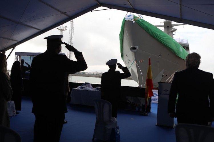 El mando naval de Arabia Saudí rinde honores en la botadura de la segunda corbeta