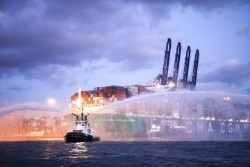 """Recibimiento al buque """"CMA CGM Jacques Saadé"""", en el puerto de Algeciras"""