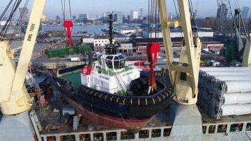 """Maniobra de puesta a flote del remolcador """"VB Rumba"""""""