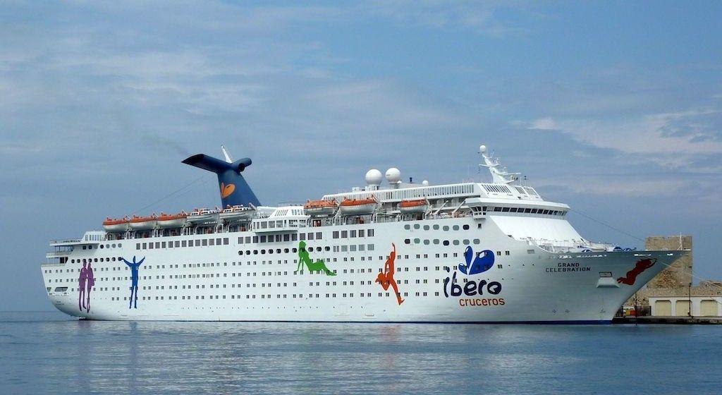 """El buque """"Grand Celebatrion"""", en la etapa en la que operó para Ibero Cruceros"""