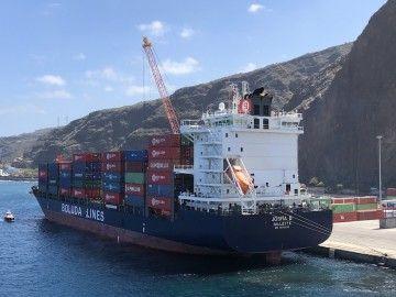 """Buque """"Josita B"""", operando en el puerto de Santa Cruz de La Palma"""