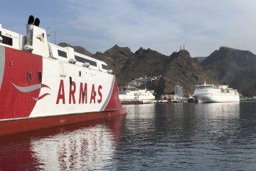 """El catamarán """"Volcán de Tagoro"""", emblema de Naviera Armas"""