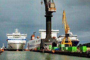 """Maniobra de entrada en dique del ferry """"Galicia"""""""