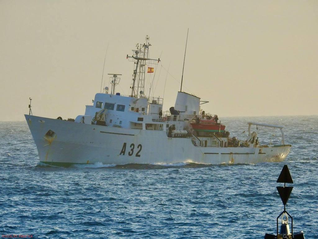 """El buque """"Tofiño"""", en aguas de Gran Canaria"""