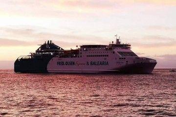"""El ferry """"Martín i Soler"""", a su llegada a Santa Cruz de Tenerife"""
