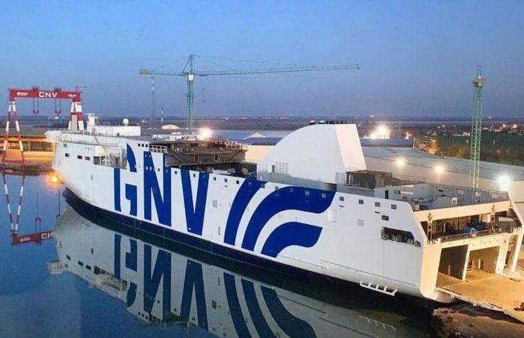 El nuevo Visentini de GNV, en fase de armamento a flote