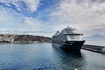 """El buque """"Mein Schiff 2"""", esta mañana en el puerto de San Sebastián de La Gomera"""