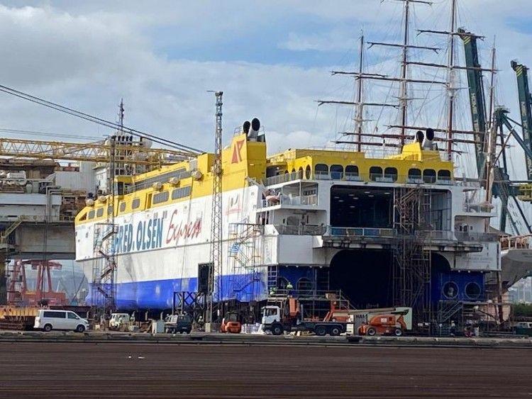 """El catamarán """"Betancuria Express"""", varado en ASTICAN"""
