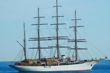 """El elegante """"Sea Cloud"""" zarpa en pruebas de mar tras su varada en ASTICAN"""