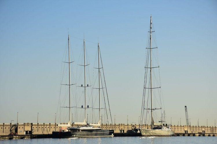 """Los yates veleros """"Sea Eagle II"""" y """"M5"""" comparten atraque en el puerto tinerfeño"""
