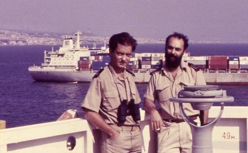 """El autor, alumno a bordo del buque portacontenedores """"Pilar"""", con el primer oficial Manuel Coello"""
