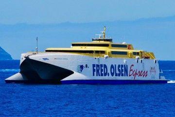 "Estampa marinera del catamarán ""Bonanza Express"""