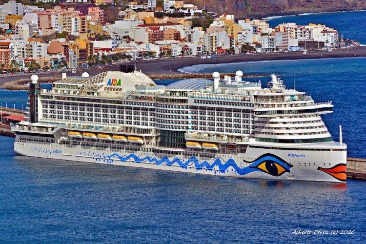 """El megacrucero """"AIDAperla"""", en su primera escala en Santa Cruz de La Palma"""
