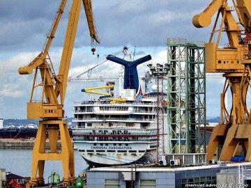 """El buque """"Carnival Fascination"""", atracado en el puerto de Cádiz"""