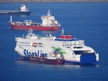 """El buque """"Stena Embla"""", fondeado en la bahía de Algeciras"""