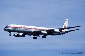 El avión Douglas DC-8-63 de Iberia EC-BMZ, en una toma de 1980