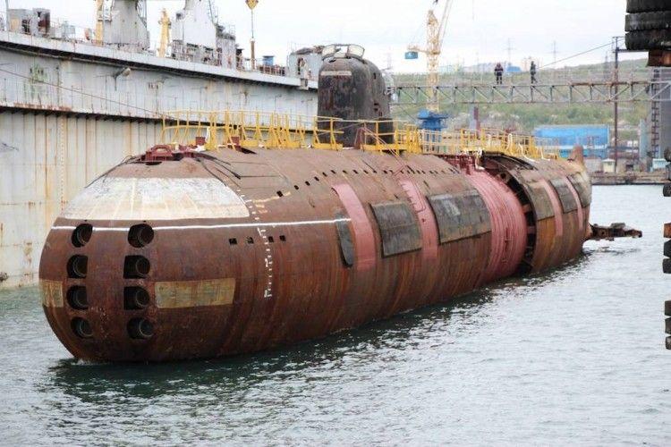 El submarino K-3, duranta una varada en dique flotante