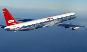 Imagen solemne del majestuoso Douglas DC-8/63 de VIASA