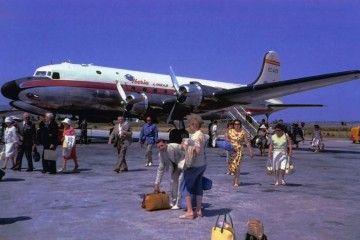 Bonita imagen del Douglas DC-4 de Iberia y sus pasajeros