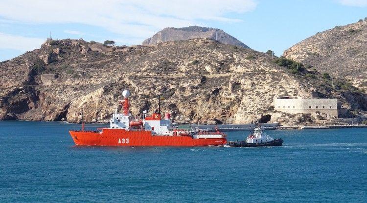 """El BIO """"Hespérides"""", a su salida este mediodía de la base naval de Cartagena"""