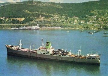 """El buque factoría """"Galicia"""", ex """"Habana"""", ex """"Alfonso XIII"""", fondeado en la ría de Vigo"""