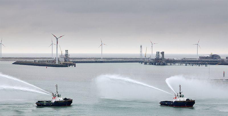 Salutación de los nuevos remolcadores a su llegada al puerto de Zeebrugge