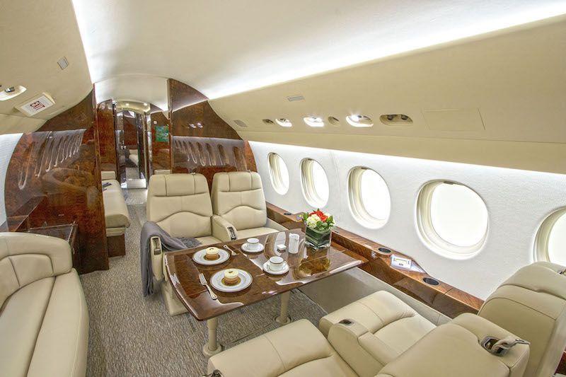 Interior del avión Falcon 7X N990HA