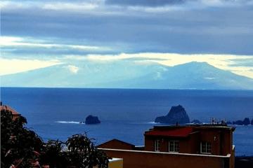 La Palma, solemne, vista desde El Hierro, emerge del Atlántico inmenso