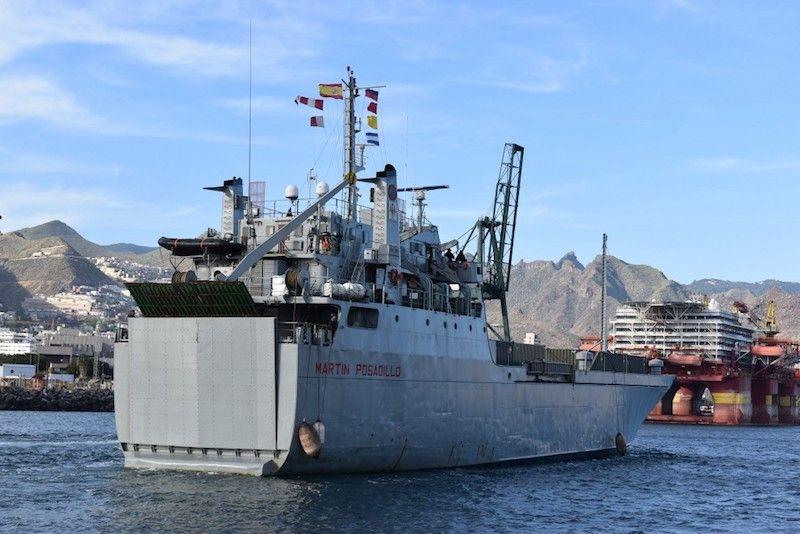 """El buque """"Martín Posadillo"""", en su última escala en Santa Cruz de Tenerife"""