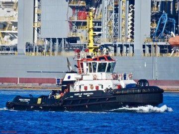 """El remolcador """"Fairplat Tamadaba"""", a su salida esta tarde del puerto de Las Palmas de Gran Canaria"""