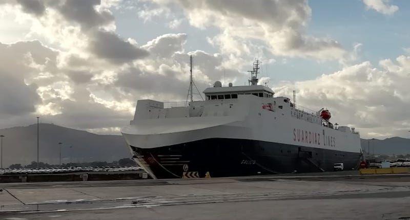 """El buque """"Galicia"""", hoy, atracado en el puerto de Santander"""