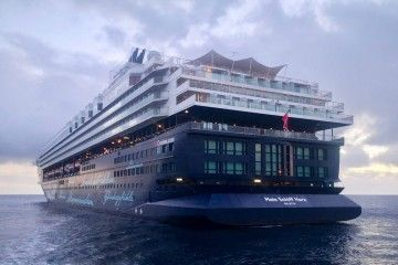 "El buque ""Mein Schiff Herz"", fondeado en Santa Cruz de Tenerife"