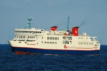 "El ferry ""San Valentín 3"", evolucionando esta mañana frente a Las Palmas"