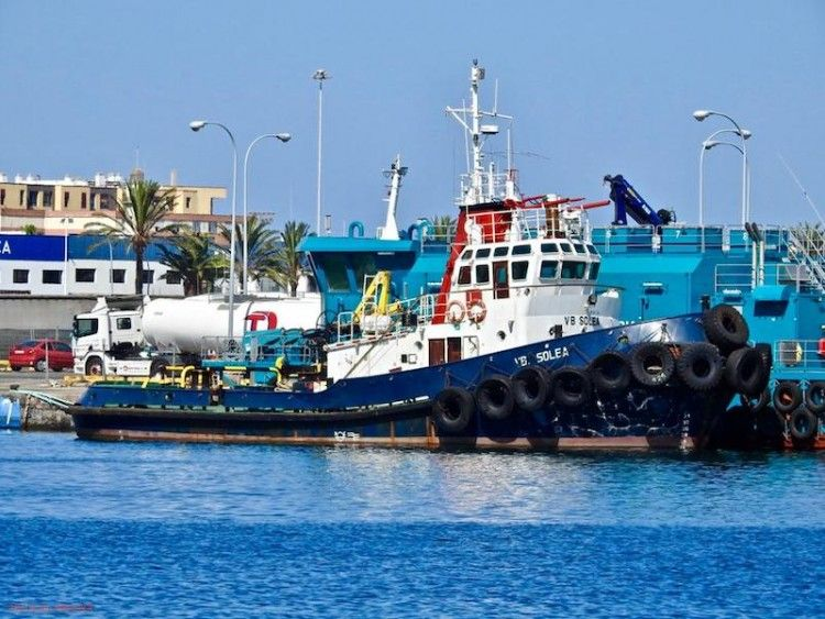 """El remolcador """"VB Solea"""", atracado en el puerto de Las Palmas de Gran Canaria"""