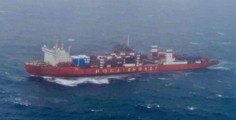 """El buque nuclear ruso """"Sevmorput"""", a su paso frente a las costas de Galicia"""