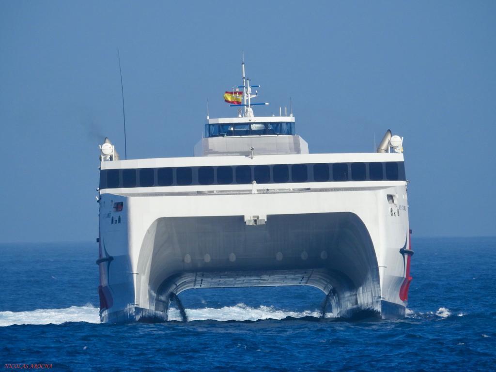 Vista de proa del nuevo buque