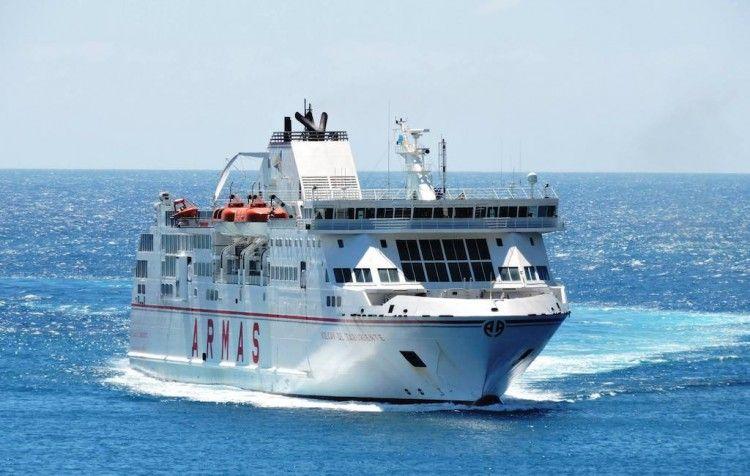 """El ferry """"Volcán de Taburiente"""", de Naviera Armas"""