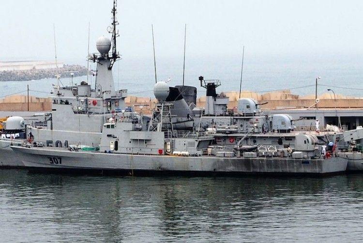 En la imagen, los dos tipos de buques de guerra construidos en España para Marruecos
