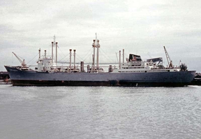 """El buque """"Sierra Maestra"""", visto en toda su eslora por la banda de babor"""
