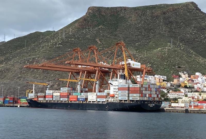 """El buque """"BSL Cape Town"""", atracado en la terminal de TCTenerife"""